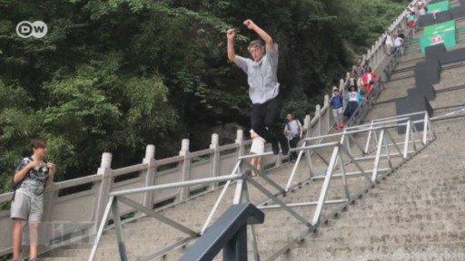 Ein Parkourlauf für Wagemutige in China. Gefilmt aus der Ich-Perspektive.